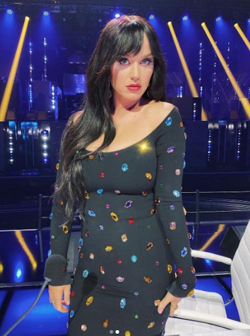 Schermata 2021 04 20 alle 12.54.45 Katy Perry, capelli neri per American Idol
