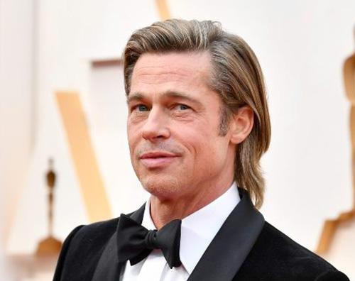 brad pitt Brad Pitt in sedia a rotelle a Beverly Hills