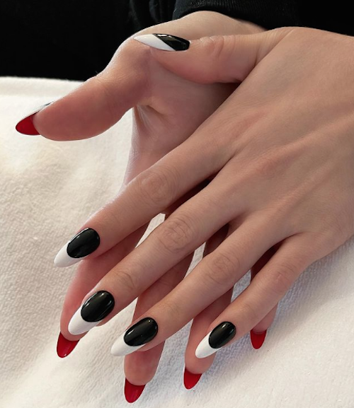 Schermata 2021 05 11 alle 08.12.49 La french manicure di Selena Gomez