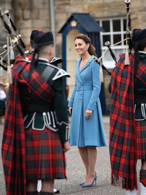 Schermata 2021 05 28 alle 15.31.12 Kate Middleton in azzurro a Edinburgo