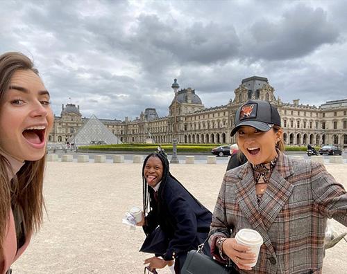 emily in paris Lily Collins è a Parigi