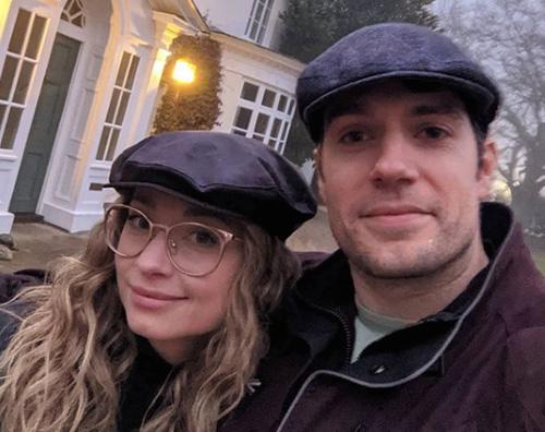 henry cavill Henry Cavill difende la sua ragazza su Instagram