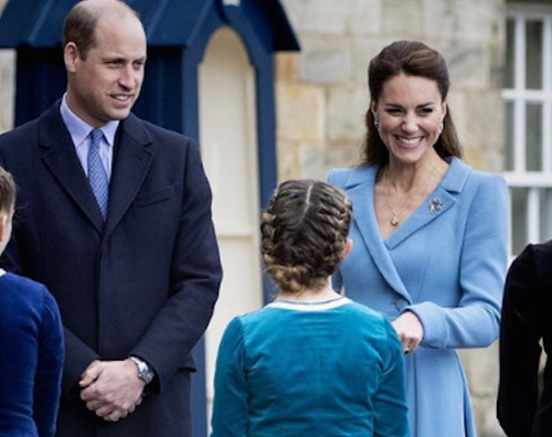 kate e william Kate Middleton in azzurro a Edinburgo