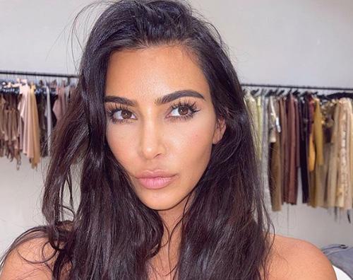 kim kardashian Kim Kardashian, selfie al bacio su Instagram