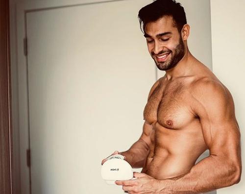 Sam Asghari mostra i muscoli su Instagram