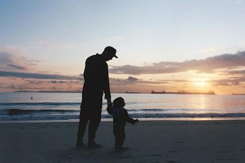 Schermata 2021 06 21 alle 09.05.43 Nicholas Hoult con suo figlio sui social