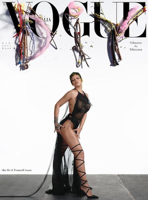 coverDIY2 Rihanna fotografa di sé stessa su Vogue Italia