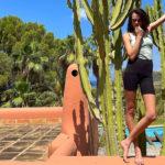 cara 2 150x150 Cara Delevingne fa yoga in vacanza