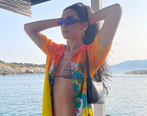 دوا ليبا دوا ليبا تستعرض البيكيني في ألبانيا