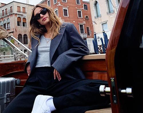 hailey baldwin Hailey Baldwin a Venezia per YSL