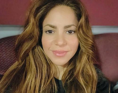 shakira Shakira ha cambiato di nuovo look
