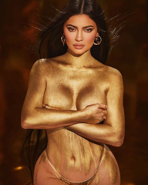 228918967 543538140021252 6307016543444995897 n Kylie Jenner in topless per il suo compleanno