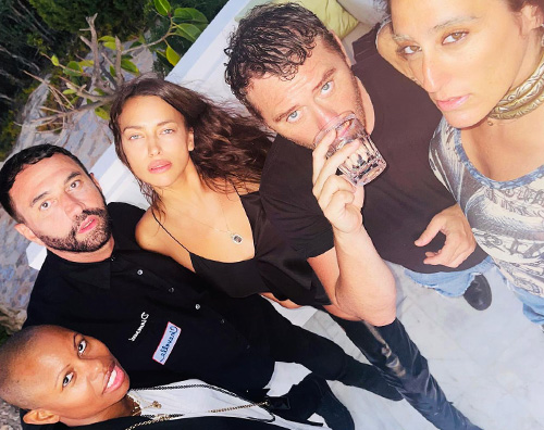 irina cover Irina Shayk, vacanze hot a Ibiza