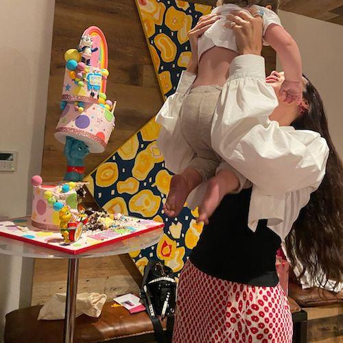 242293904 914104929501620 3689506301502888283 n Bella Hadid festeggia il primo compleanno di Khai su Instagram