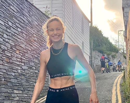 brie larson Brie Larson mostra gli addominali su Instagram