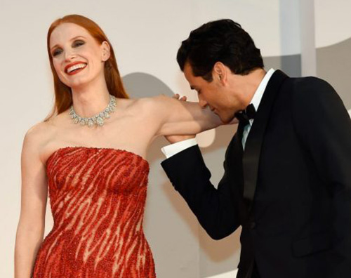 jessica oscar Jessica Chastain commenta il bacio di Oscar Isaac a Venezia