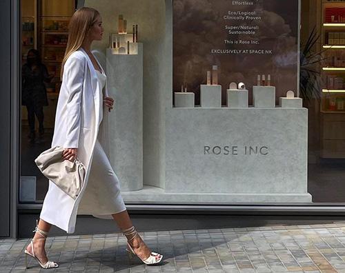 rosie huntington Rosie Huntington Whiteley mostra il pancino su Instagram