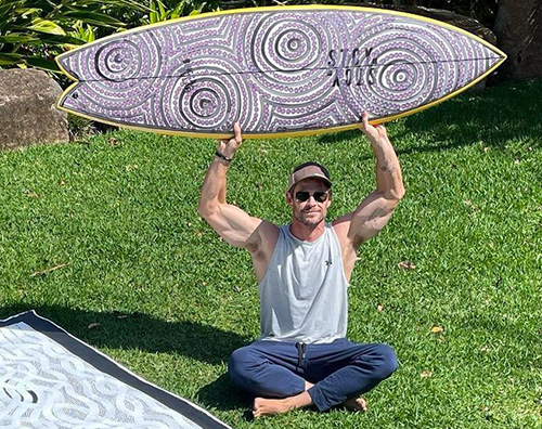 chris hemsworth Chris Hemsworth mostra i muscoli su Instagram